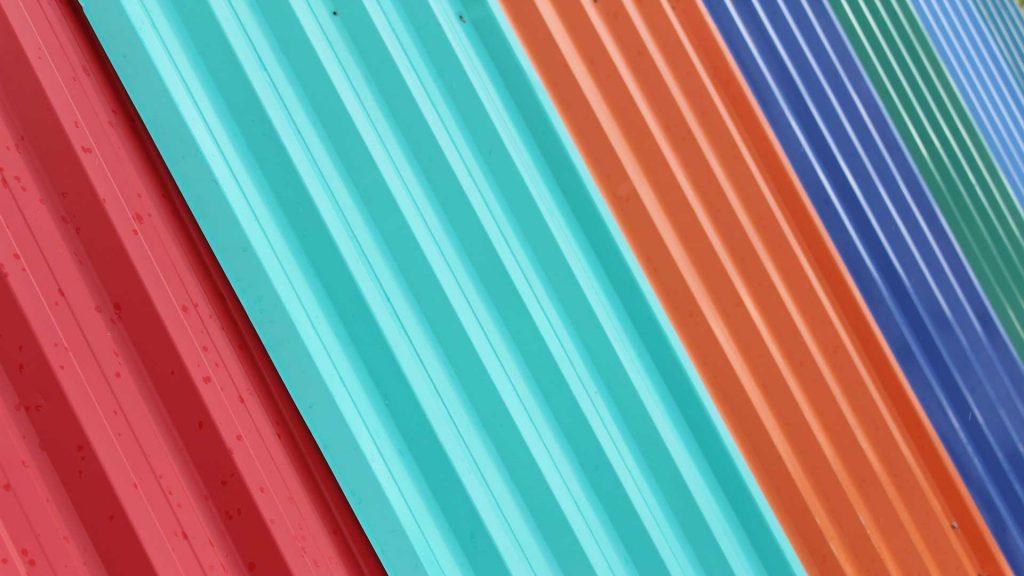 telhas coloridas inclinadas