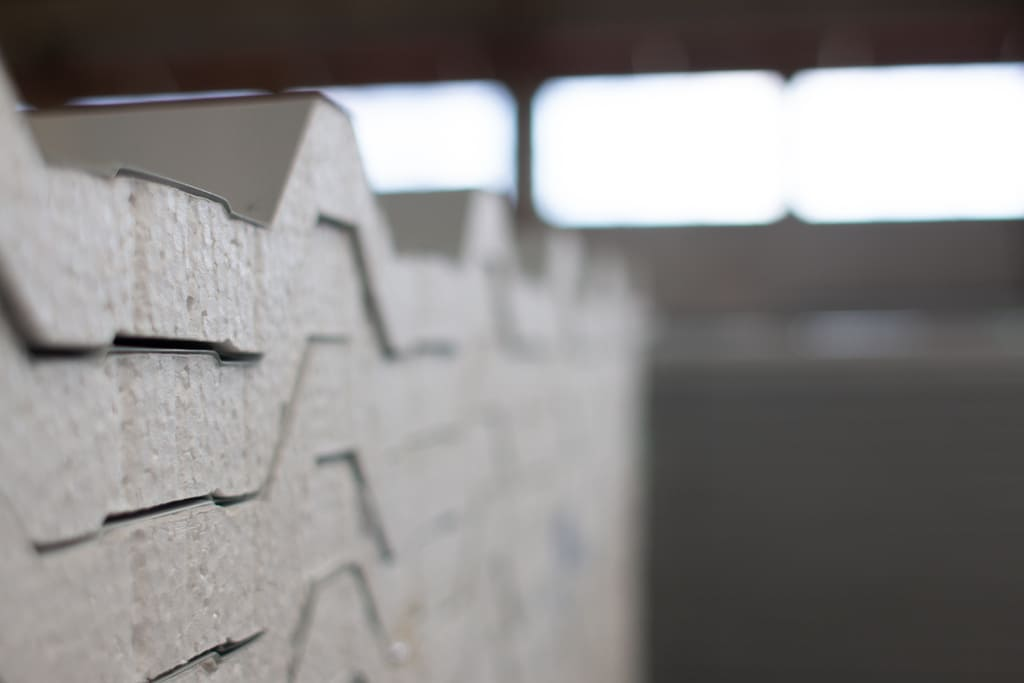 como isolar calor de telhado de zinco